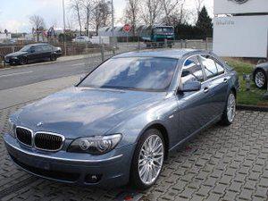Importauto: BMW 740i 3/2005