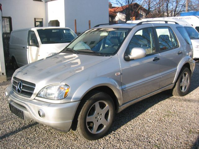 Importauto: Mercedes-Benz ML 55 AMG 8/2000