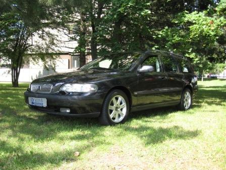 Importauto: Volvo V70 2.4 9/2002