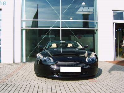 Importauto: Aston Martin V8 8/2007