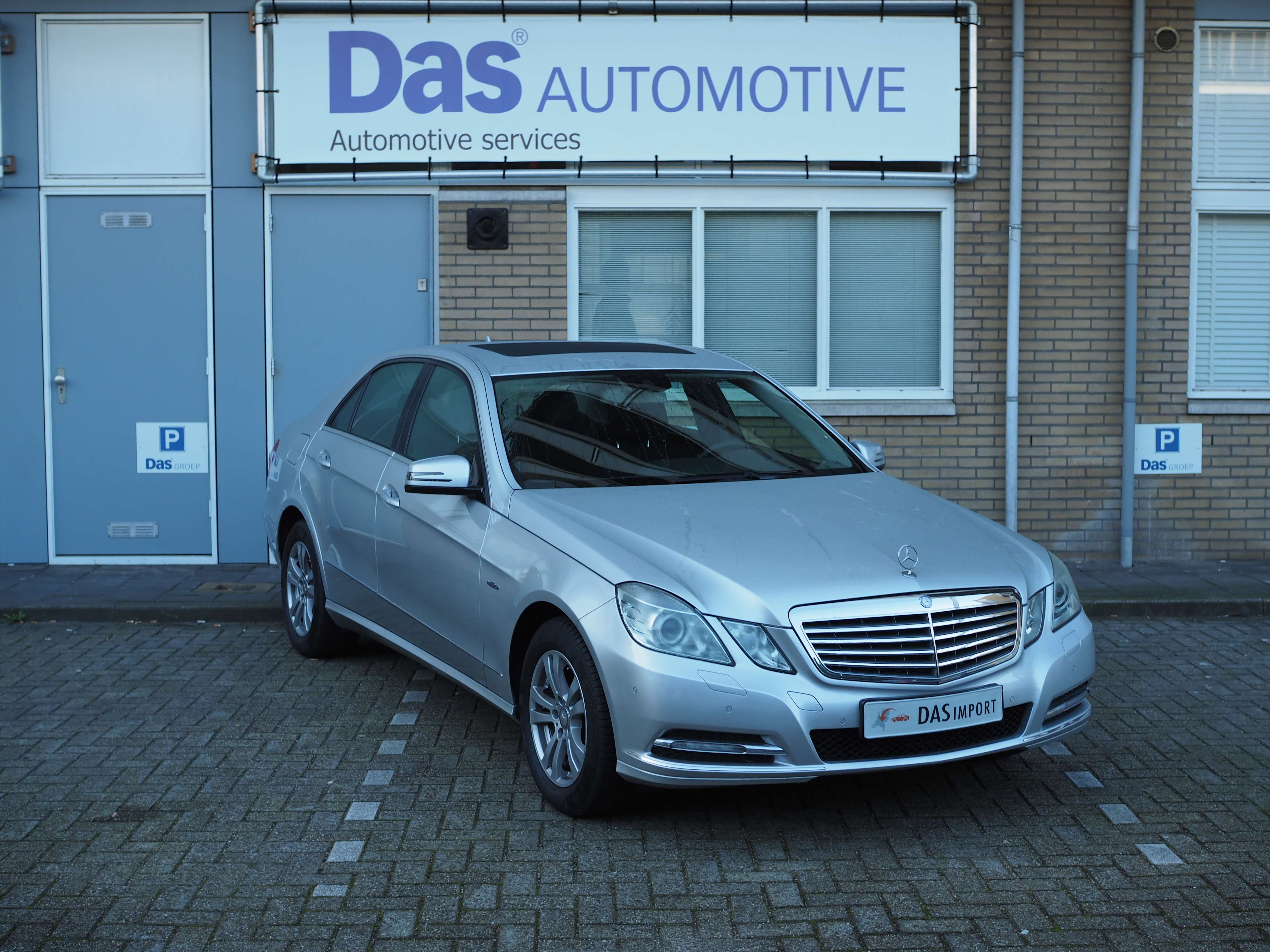 Importauto: Mercedes-Benz E250 BlueEfficiency Limousine 11/2011