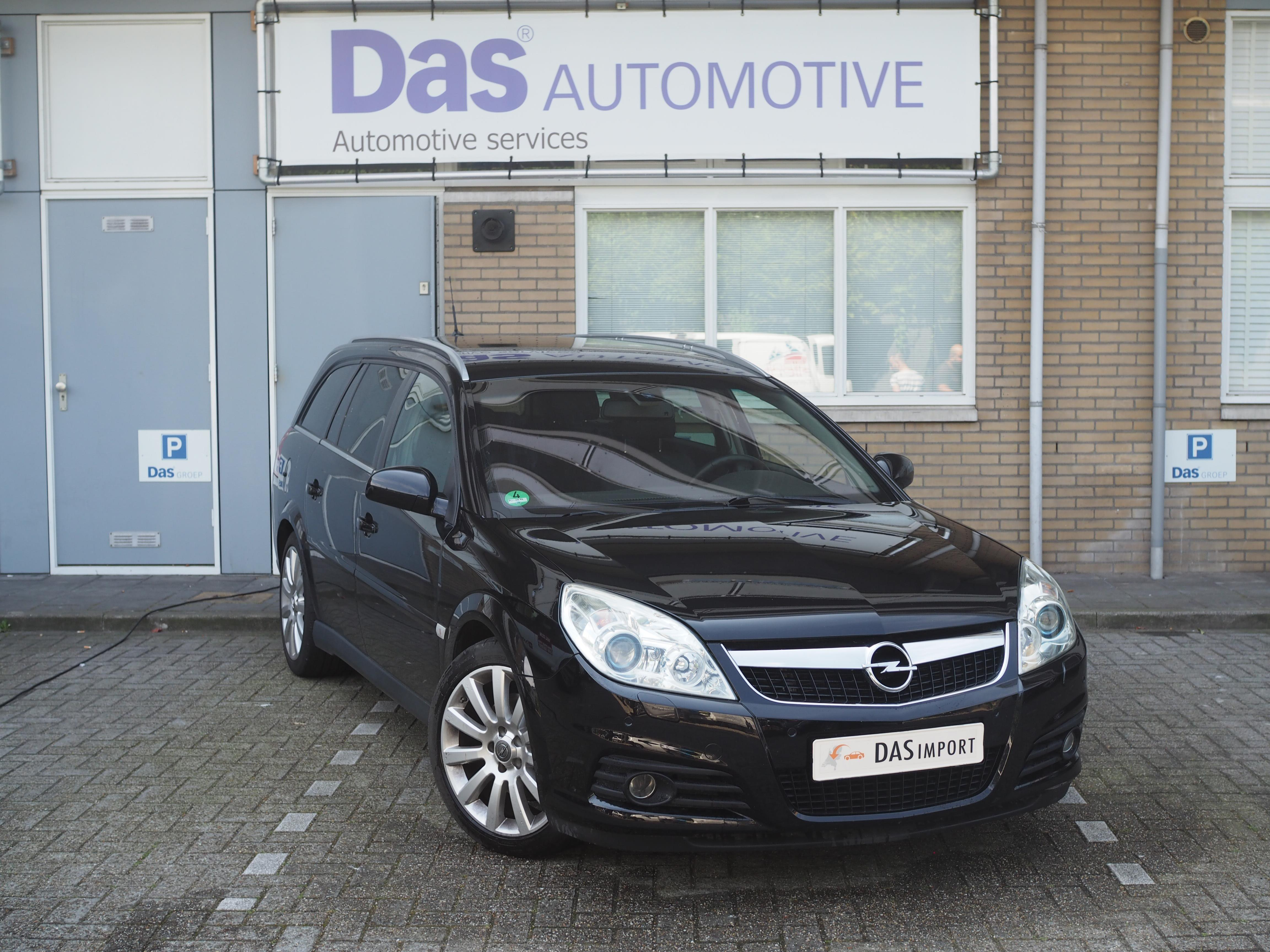 Importauto: Opel Vectra Wagon 2.8 V6 Cosmo 8/2007